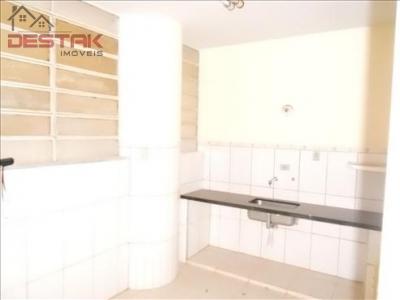 Apartamento / de 2 dormitórios à venda em Centro, Jundiai - SP