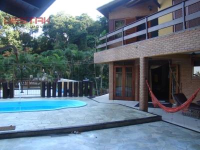 Casa / de 3 dormitórios à venda em Guaecá, Sao Sebastiao - SP