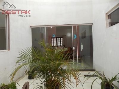 Casa / de 3 dormitórios à venda em Centro, Itatiba - SP