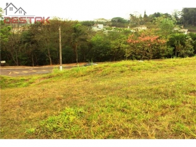 Terreno / à venda em Rainha, Louveira - SP