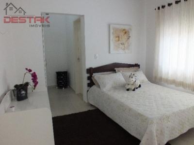 Casa / de 4 dormitórios à venda em Centro, Itupeva - SP