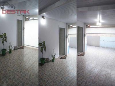 Casa / de 3 dormitórios em Vila Capuava, Valinhos - SP