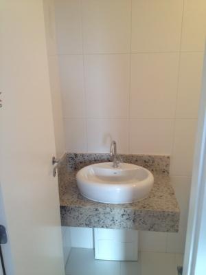 Apartamento / de 2 dormitórios à venda em Vila Rami, Jundiai - SP