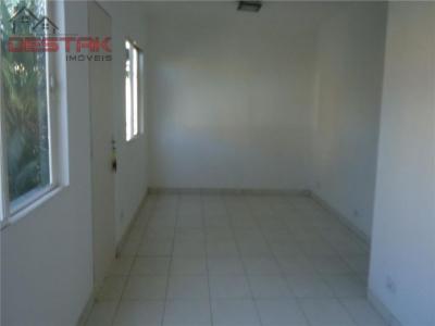 Casa / de 3 dormitórios em Vila Formosa, Louveira - SP