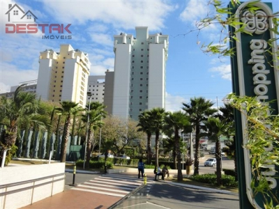 Apartamento / de 3 dormitórios à venda em Anhangabaú, Jundiai - SP